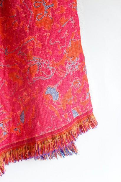 Roos-Soetekouw-plaid-Fringe-No5-deep-pink-detail.jpg