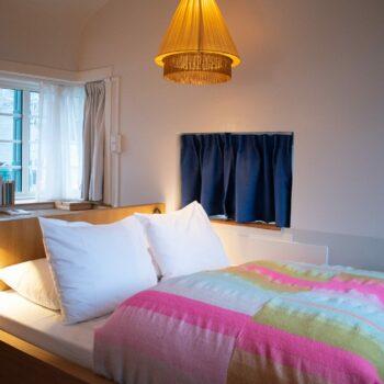 SWEETS-hotel-Amsterdam-West_bridge-house-Kinkerbrug_hotel-room-interior_bed_bedroom_cosy